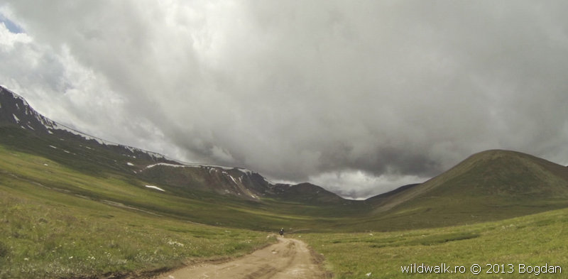 Going up to Toply Cluch pass, Ukok