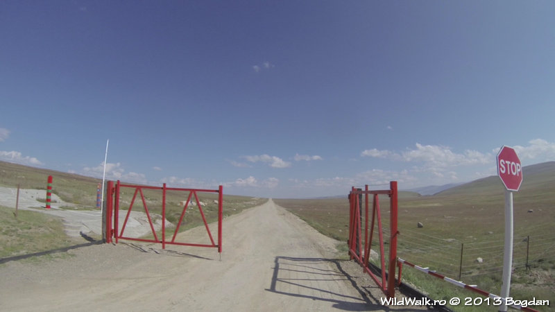 Entering Mongolia at Tashanta border