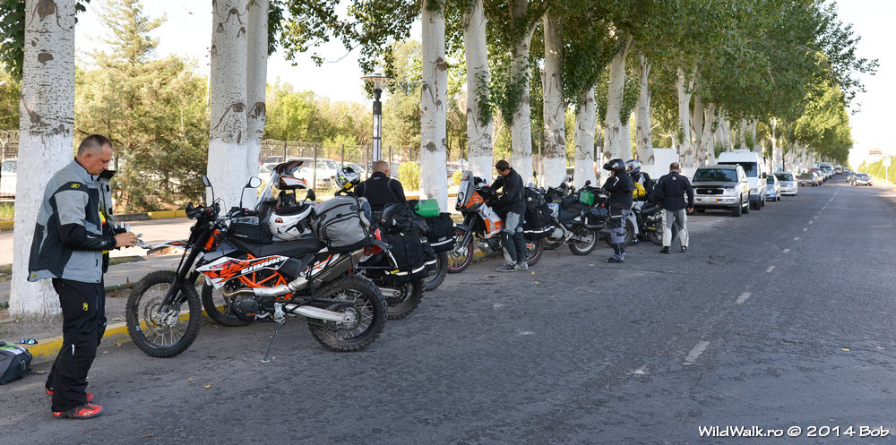 In fata aeroportului din Bishkek, cu motocicletele pregatite, gata de plecarea spre Pamir