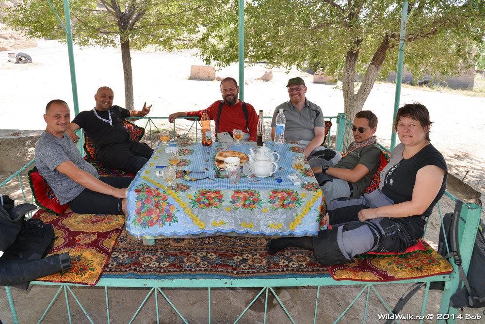 Pauza de masa la un shashlyk, Kyrgyzstan