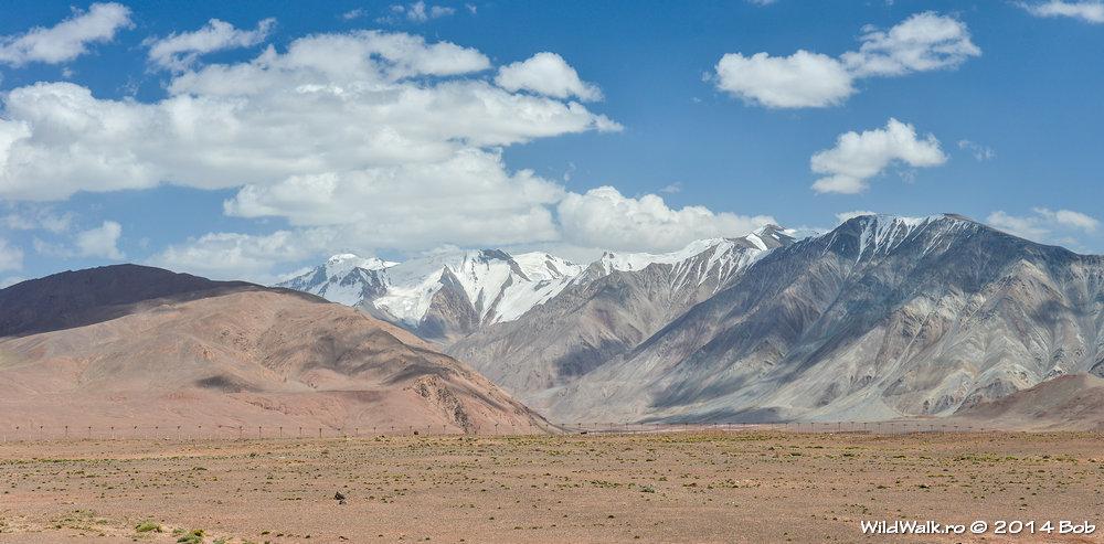 Pe la 4000 m, mergand spre lacul Karakol, Kyrgyzstan