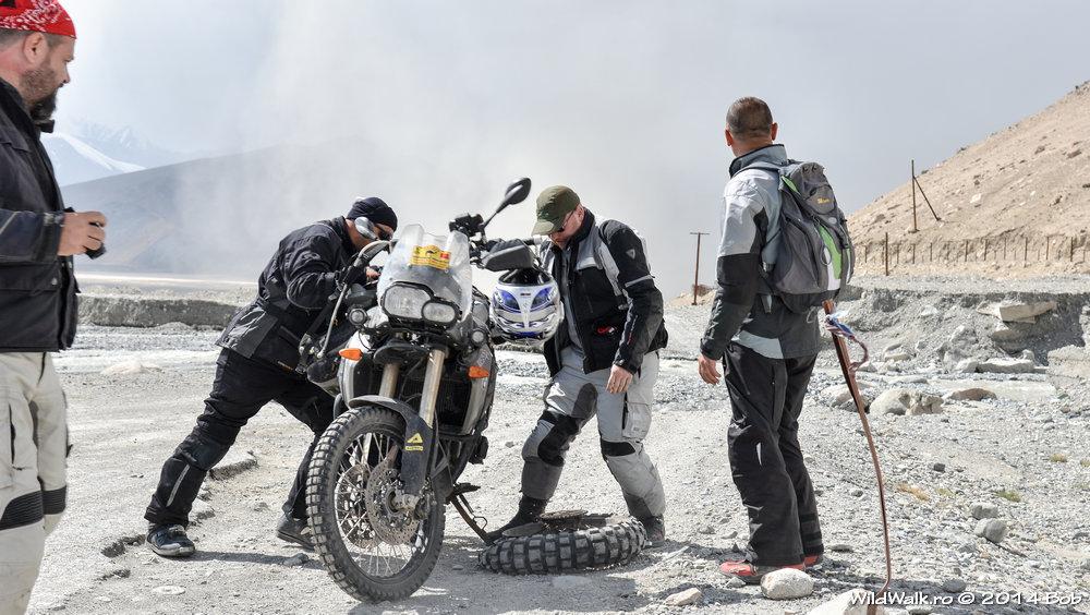 Pe la 4000 m, mergand spre lacul Karakol, Tajikistan