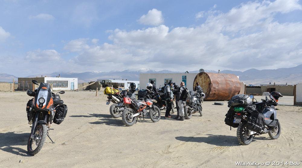 Statie de benzina in satul Karakol, Tajikistan