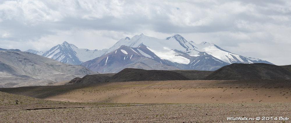 Munti cu zapada pe valea Bartang