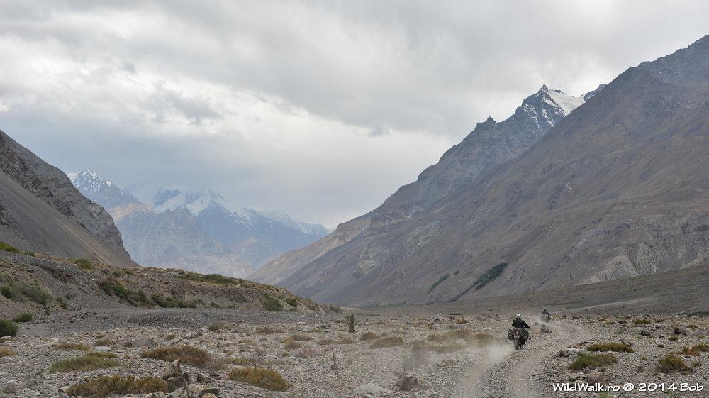 Cu motocicleta pe Valea Bartang, Tajikistan