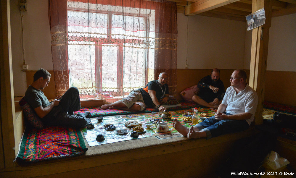 La Alifbetov acasa in satul Savnov, Valea Bartang, Tajikistan