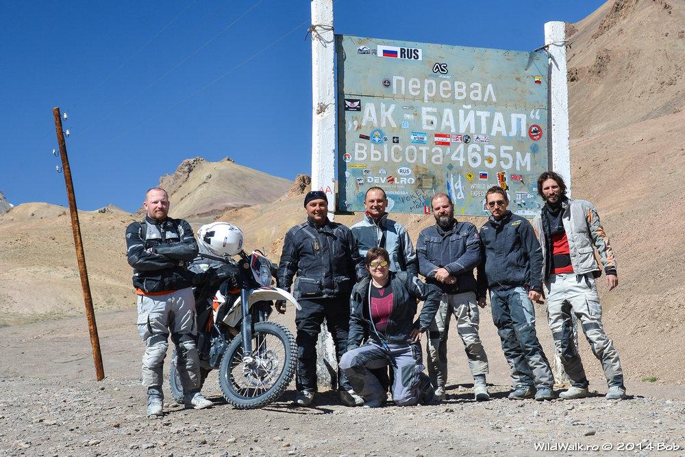 Urcand spre pasul Ak-Baital, 4655 m, Tajikistan