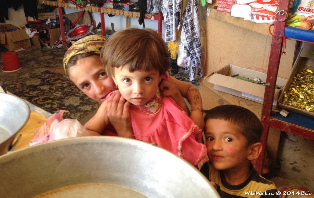 Copii in satul Langar, Tajikistan