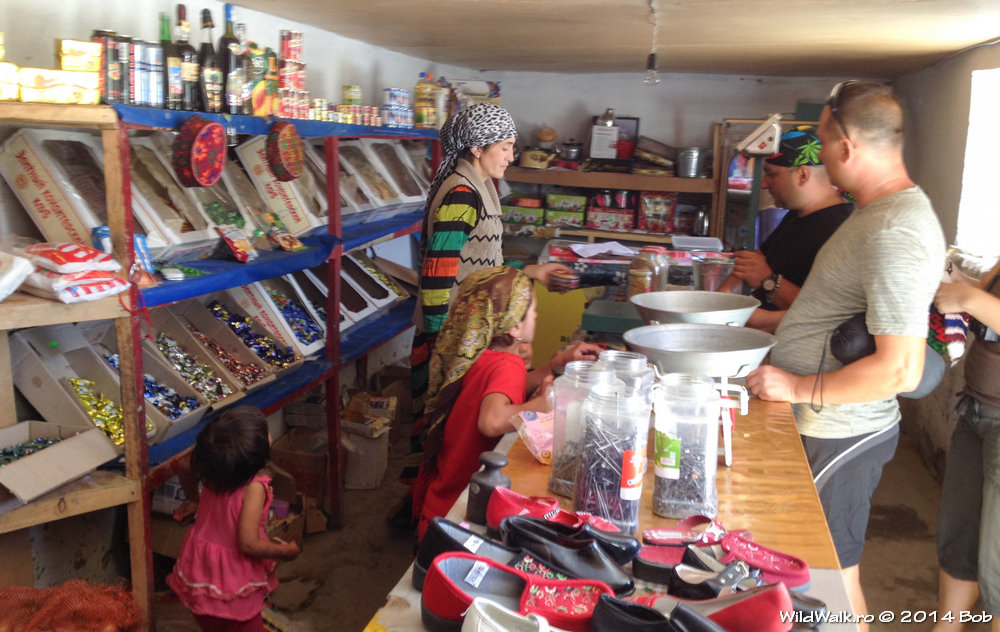 La magazin in satul Langar, Tajikistan